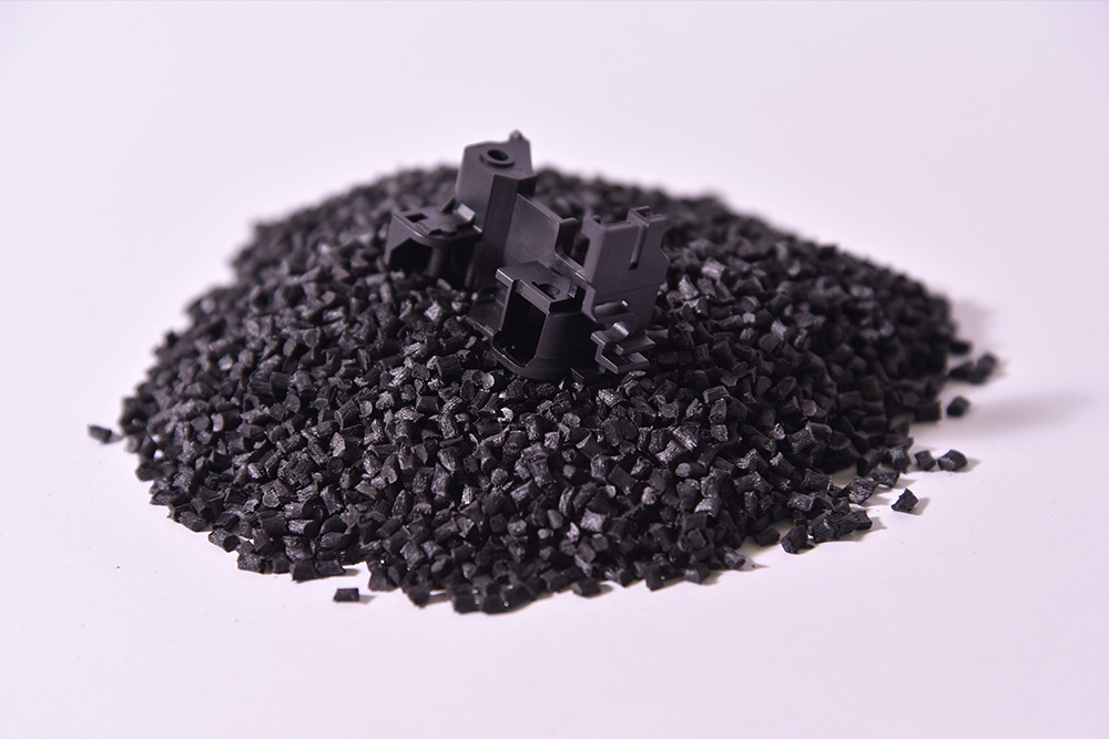 PBT, 50% Fibra Vetro (Termoplastico).</br>Consumo medio annuo: 12 t