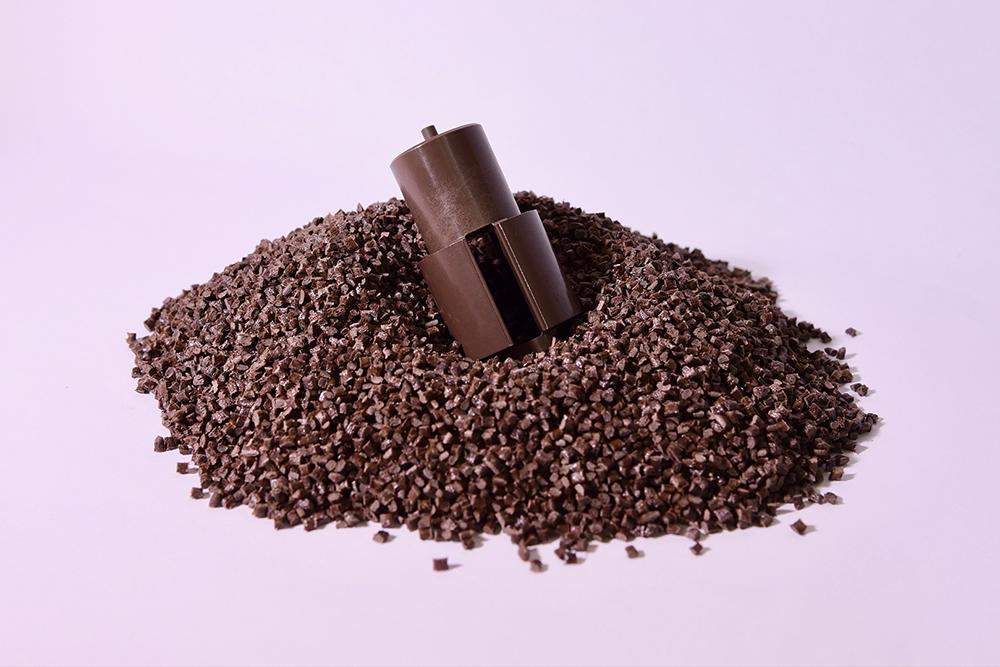 PPS Naturale, 40% Fibra Vetro (Termoplastico).</br>Consumo medio annuo: 300 t