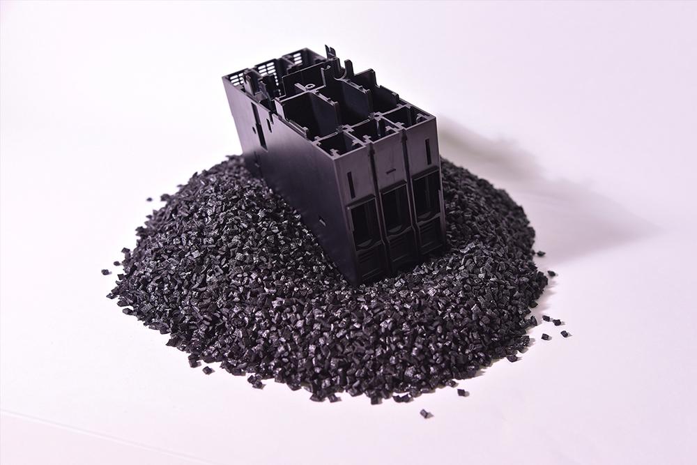 PPS Non Naturale, 40% Fibra Vetro (Termoplastico).</br>Consumo medio annuo: 300 t